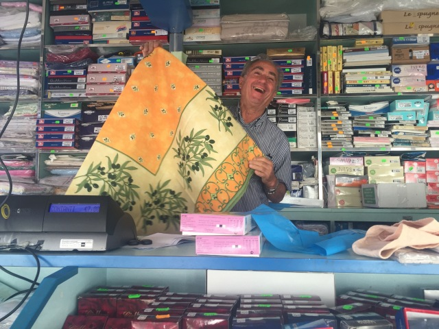 Tablecloth salesman at the Pienza mercato.