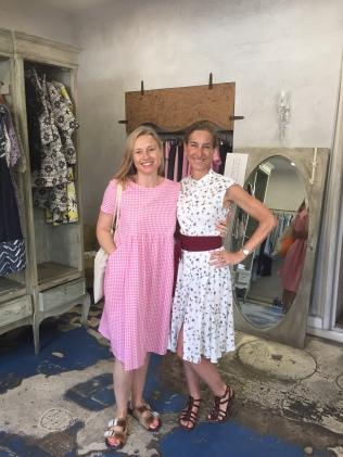 Marina and I find the best dress shop con i saldi!